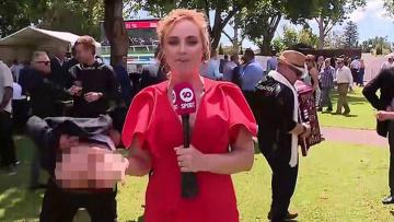 Avustralyalı muhabir canlı yayında tacize uğradı! Pantolonunu indirip…